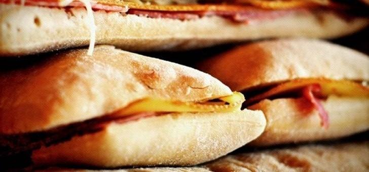 restaurant-cafe-soleil-a-serre-chevalier-halte-panini-sandwich-montagnard-pour-petites-faims-avant-d-aller-skier