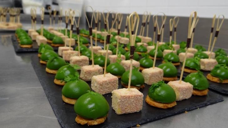 restaurant-olivier-leflaive-des-assiettes-de-fromage-des-plats-de-poissons-et-de-viandes-subliment-gout-raffine-des-vins-du-domaine
