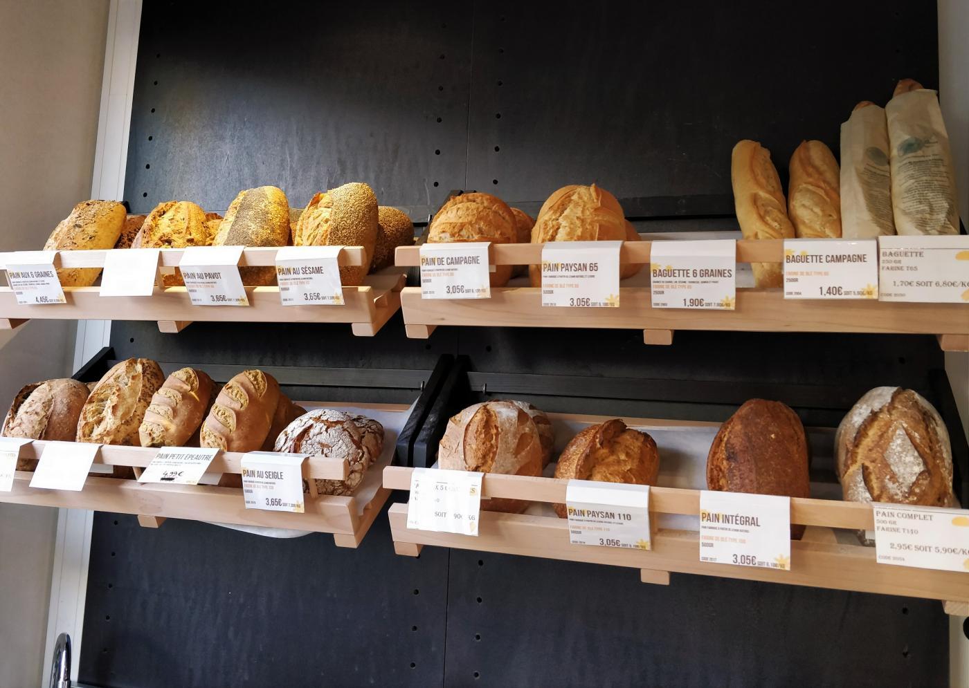 bon-pain-est-petri-et-faconne-par-homme
