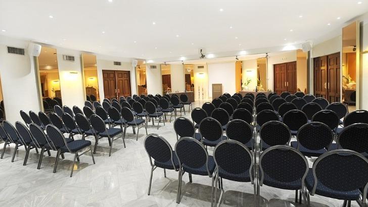 splendid-hotel-5-salles-de-reunion-sont-a-disposition-des-entreprises-suivant-nombre-des-participants