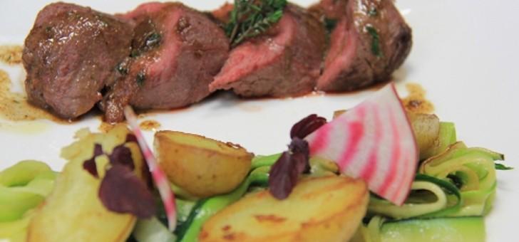 receptions-bertacchi-a-bezannes-selle-d-agneau-sarriette-pommes-de-terre-pois-gourmands-et-betterave-chiogia