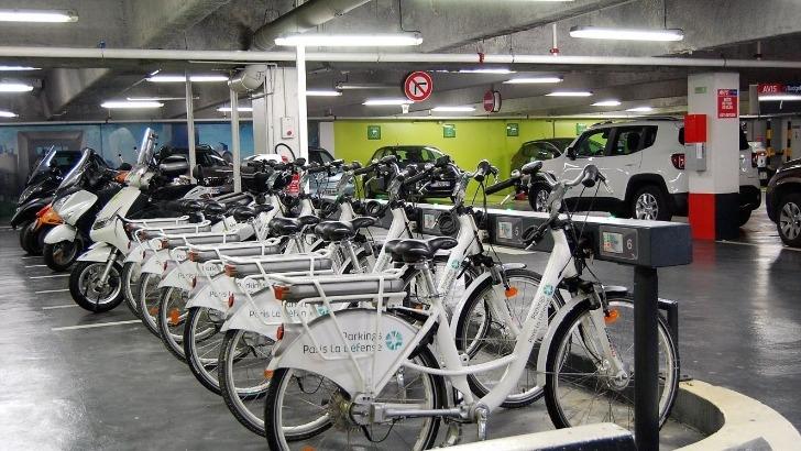 green-met-a-disposition-de-ses-usagers-un-parc-a-velo-ergonomique-et-une-plate-forme-web