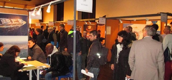pole-navale-a-lorient-stands-d-exposition