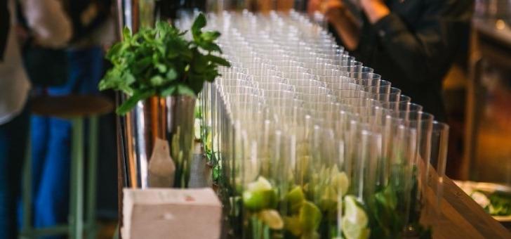 agence-tulipe-nos-cocktails-apporteront-une-touche-plus-dynamique-a-tous-vos-evenements-professionnels-seminaire-team-building-soiree-d-entreprise-lancement-de-produits