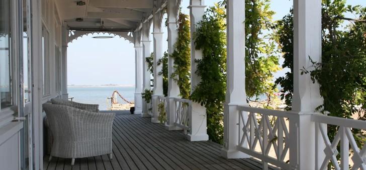 terrasse-du-restaurant-maison-sur-eau-a-barbatre-sur-ile-de-noirmoutier