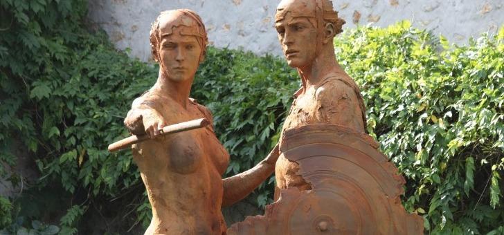 thesee-et-amazone-de-christophe-charbonnel-mont-de-marsan-sculptures-10