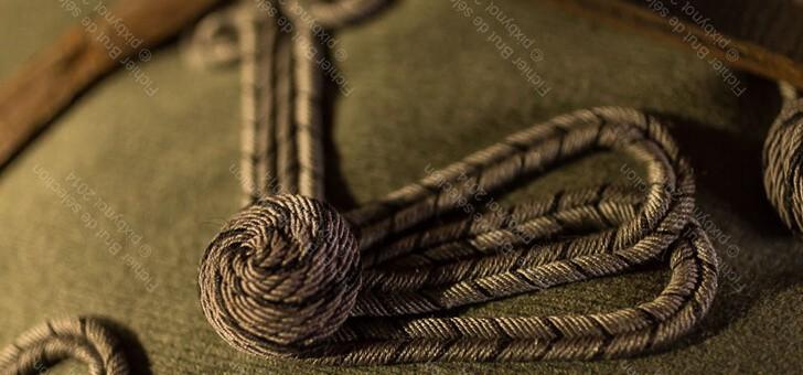 un-detail-de-veste-d-un-hussard