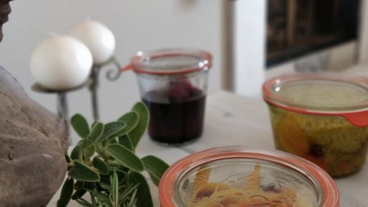 plats-gourmands-de-papilles-mamies-sont-conditionnes-dans-des-bocaux-pour-conserver-qualite-des-ingredients