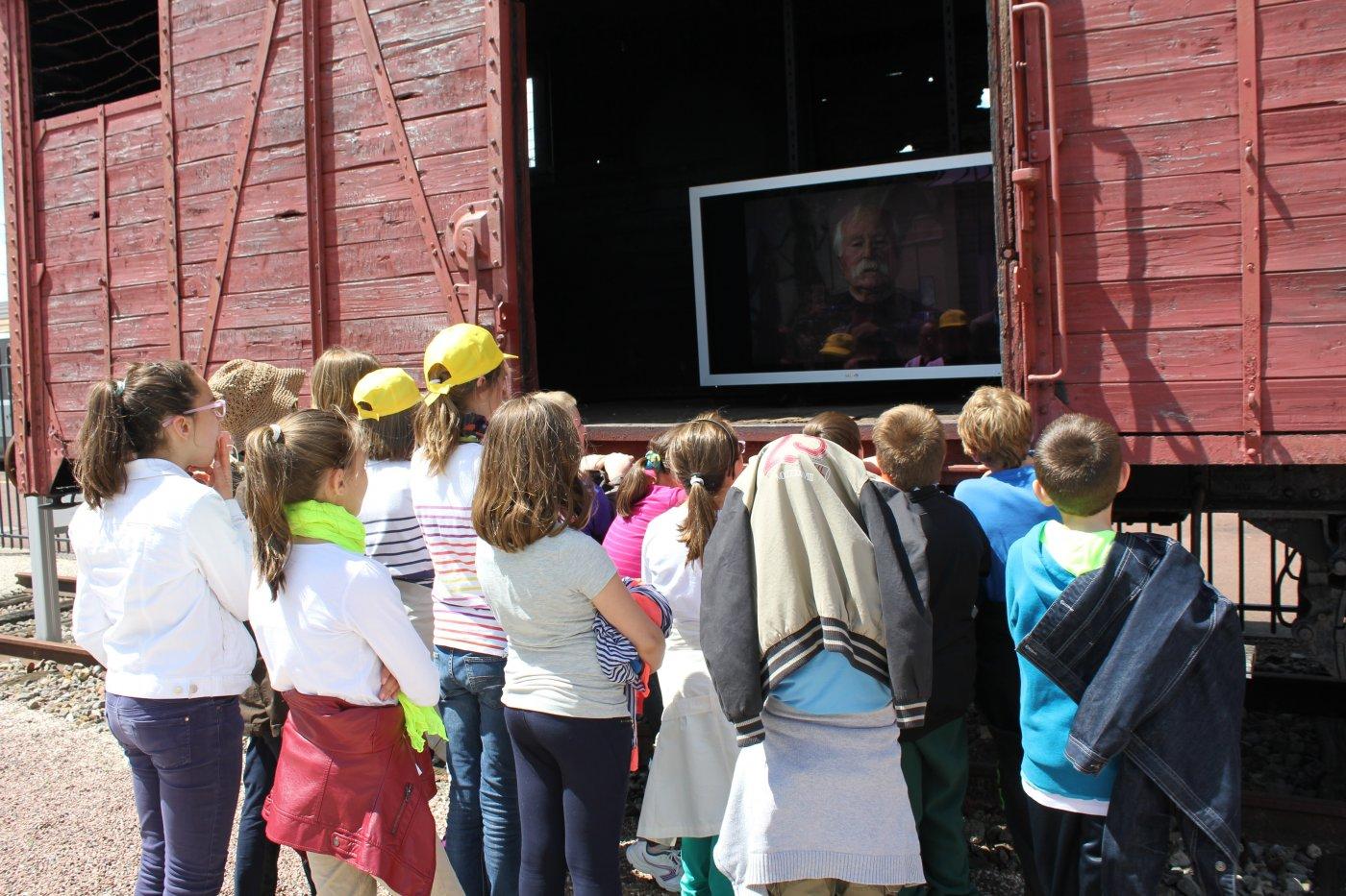 memorial-du-wagon-de-deportation-visite-des-eleves-d-une-ecole-margnotine-5-juin-2014
