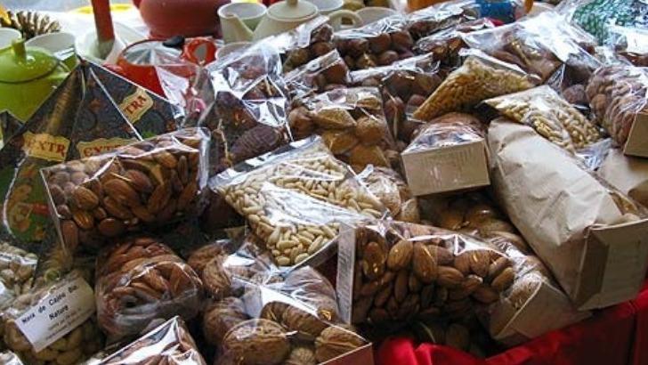 maison-laffarge-est-ouverte-sur-monde-entier-puisque-trouve-des-noix-de-cajou-bio-du-vietnam-des-figues-des-abricots-et-des-pignons-de-turquie-ainsi-des-dattes-et-des-amandes-de-tunisie