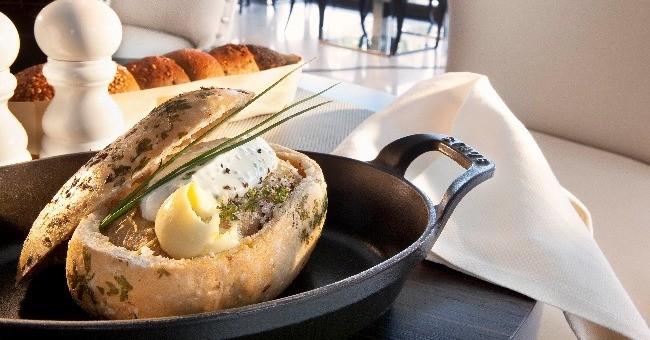 si-jw-grill-cannes-a-su-imposer-concept-culinaire-surtout-son-chef-cuisinier-sebastien-klinholff