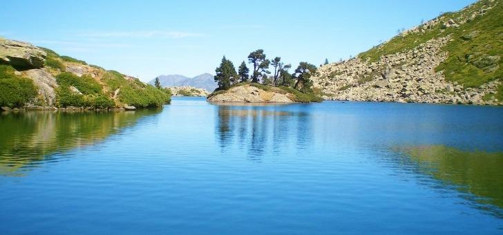 lac-de-bastampe-vallee-de-luz-saint-sauveur