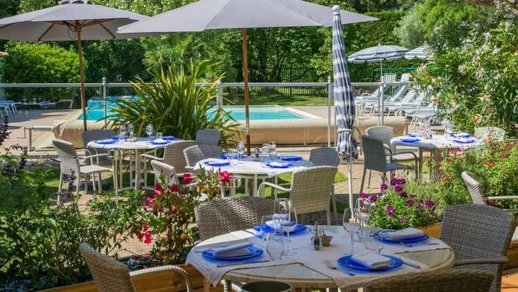 hotel-restaurant-fleur-de-sel-a-noirmoutier-ile-cadre-idyllique-ouvert-sur-piscine