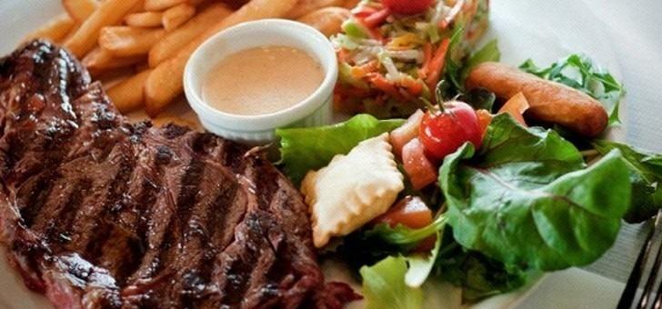 specialites-de-viandes-et-grillades-au-restaurant-cafe-soleil-a-saint-chaffrey-situe-sur-station-de-ski-de-serre-chevalier-vallee