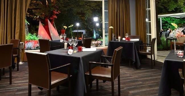 la-salle-a-manger-du-restaurant-l-esprit-de-la-violette-table-etoilee-au-guide-michelin