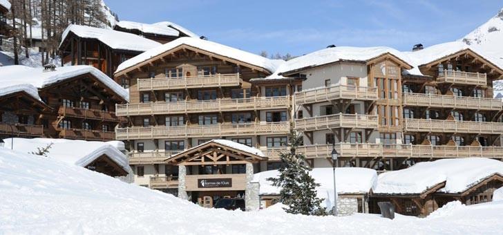vue-exterieure-hotel-restaurant-barmes-de-ours-n-1-a-val-d-isere-plus-beau-etablissement-de-montagne-france-et-a-val-d-isere