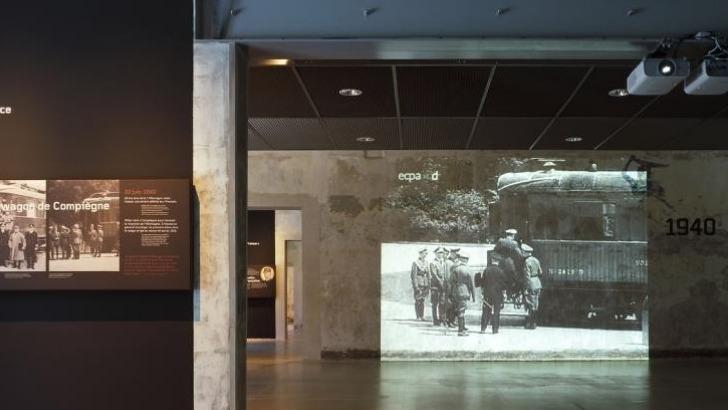 camp-royallieu-projections-sur-murs-permettent-de-prendre-conscience-des-horreurs-vecues-par-deportes
