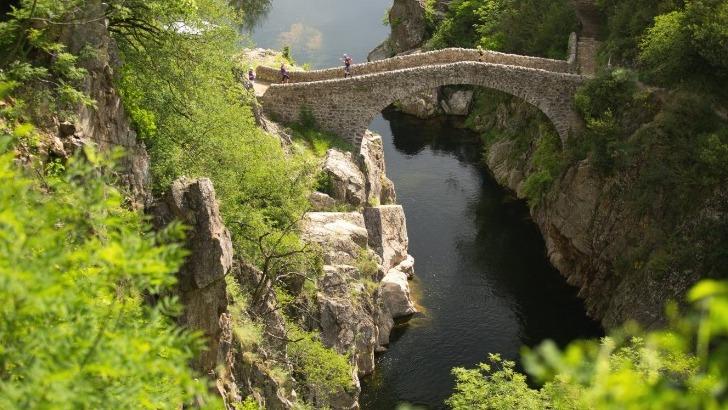 patrimoine-histoire-office-de-tourisme-ardeche-des-sources-et-volcans-a-meyras