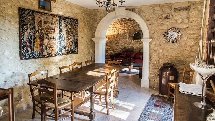 chateau-turcan-dispose-d-un-gite-charmant-pouvant-accueillir-15-personnes