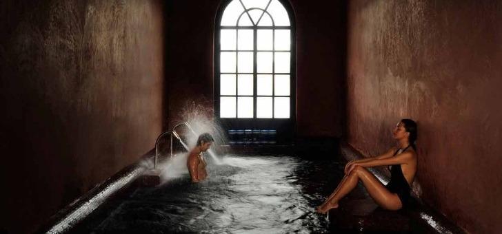 bassin-avec-jets-d-eau-au-spa-du-selman