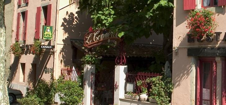 entree-et-facade-du-restaurant-commerce-a-mirepoix