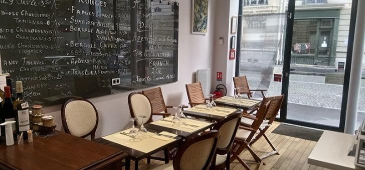 restaurant-pisanov-a-paris-une-salle-a-decoration-epuree-et-elegante
