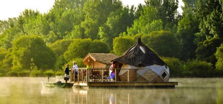vienne-passez-une-nuit-dans-une-cabane-sur-eau-village-flottant-de-pressac