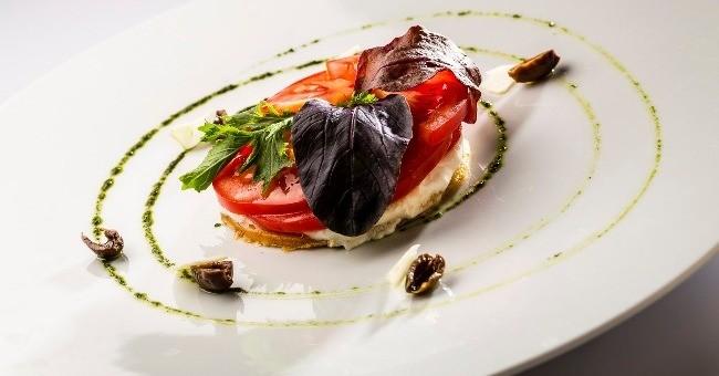 une-occasion-pour-convives-du-restaurant-duc-de-hotel-westminster-decouvrir-patrimoine-culinaire-nicois-fascine-et-enivre-meme-temps