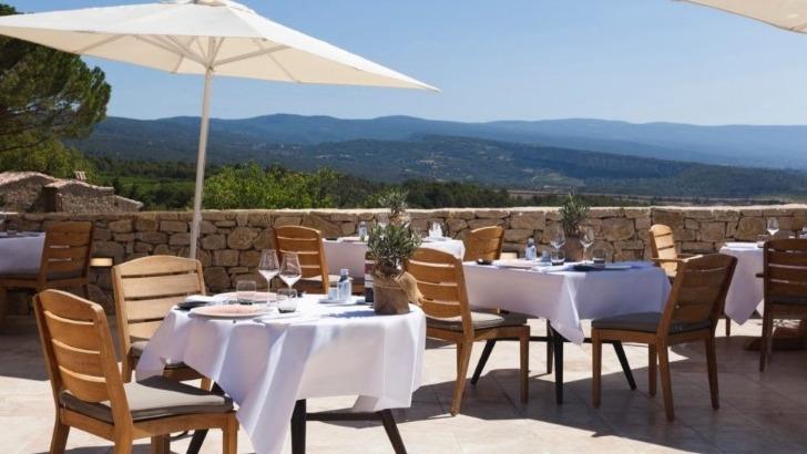 restaurants-le-mas-des-herbes-blanches-a-joucas