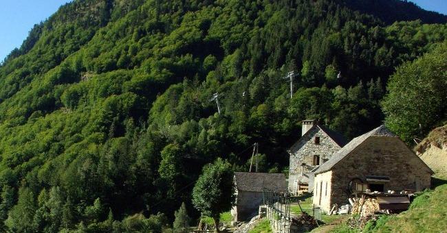 ferme-basque-a-cauterets-avec-vue-imprenable-sur-montagne