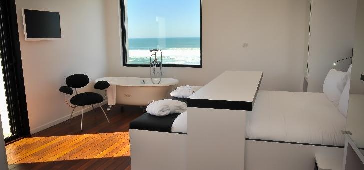 en-tout-le-grand-hotel-la-plage-propose-33-chambres-5-au-rez-de-chaussee-14-premier-etage-et-14-second-reparties-en-5-categories-differentes