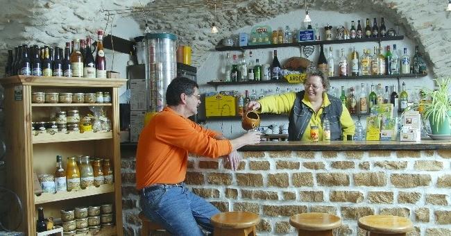 bar-du-restaurant-de-auberge-farigoule-a-bidon