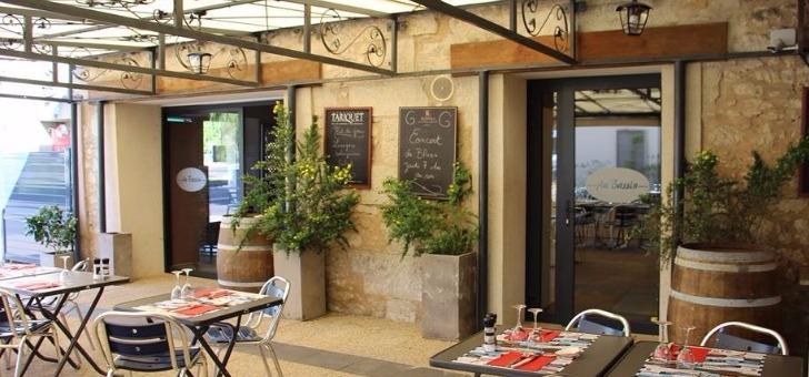 entree-de-veranda-terrasse-du-restaurant-au-bassin-a-perigueux