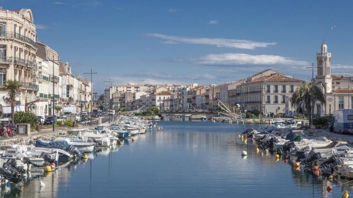 canal-sont-accostes-bateaux-au-port-de-sete