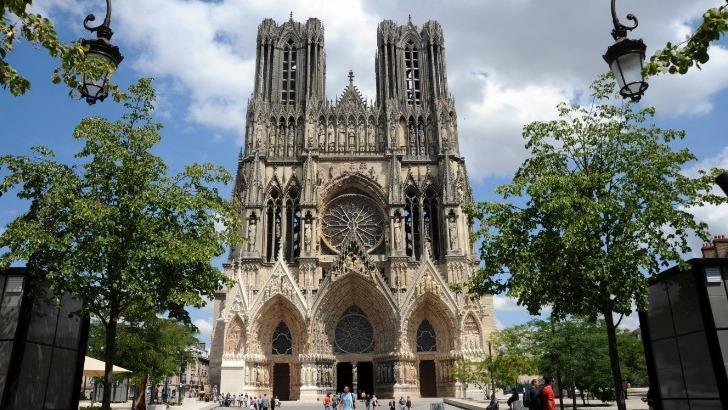 cathedrale-de-reims-un-des-six-sites-prestigieux-confortant-voire-ameliorant-qualite-de-accueil-champenois-c-manquillet-coll-adt-marne