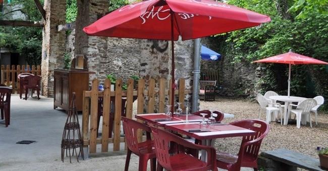 terrasse-jardin-restaurant-chalet-a-saint-mars-jaille