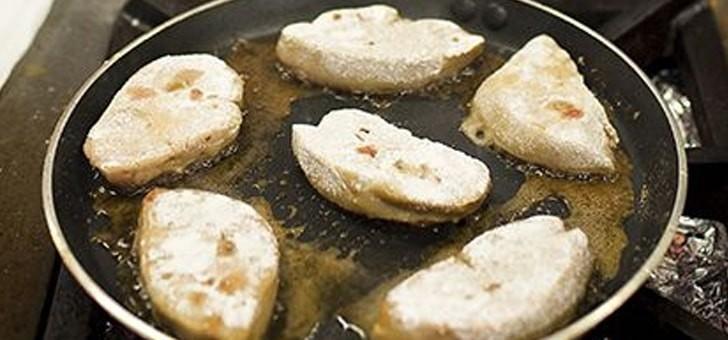 restaurant-au-vieux-couvent-a-rhinau-cuisine-etoilee-fait-maison-produits-de-region-frais-et-de-saison-preparation-escalope-de-foie-d-oie-poelee