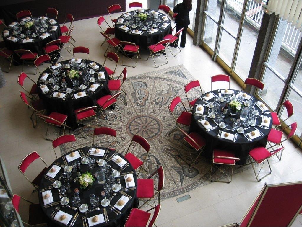 des-traiteurs-professionnels-sont-a-disposition-pour-concocter-petits-dejeuners-cocktails-buffets-dejeuners-plateaux-repas-sandwichs-selon-vos-besoins
