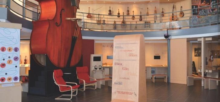 musee-de-lutherie-et-de-archeterie-francaises-exposition-bal-ade-au-pays-de-mirecourt