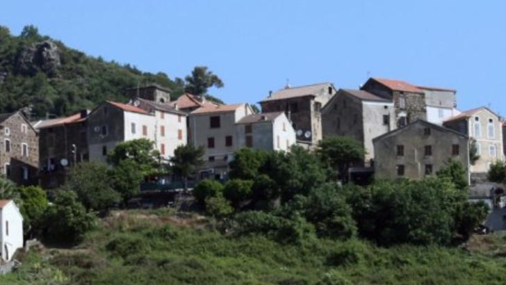 commune-de-linguizzetta-dans-son-ecrin-de-verdure