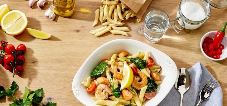 recommandation-des-vapianisti-pasta-campi-e-spinaci-a-base-de-crevettes-de-tomates-cerise-et-de-pousses-d-epinards