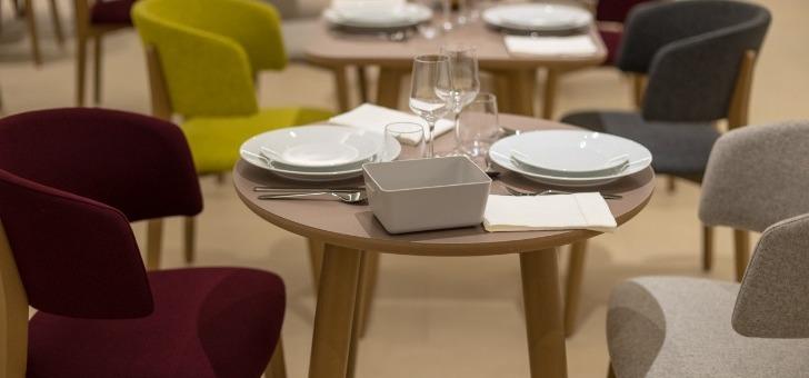 un-bar-lounge-cosy-est-a-votre-disposition-ainsi-qu-une-vaste-salle-de-restaurant-ouverte-7j-7