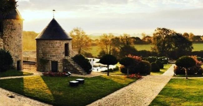 hotel-restaurant-du-manoir-du-kerhuel-a-ploneour-lanvern-a-10-minutes-de-quimper-etablissement-idealement-situe-dans-campagne-du-finistere-et-a-proximite-de-mer