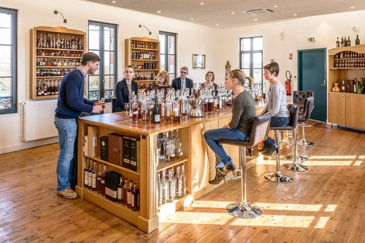 cognac-grosperrin-a-saintes-conserve-une-serie-de-cognacs-tres-anciens-issus-de-reduction-naturelle