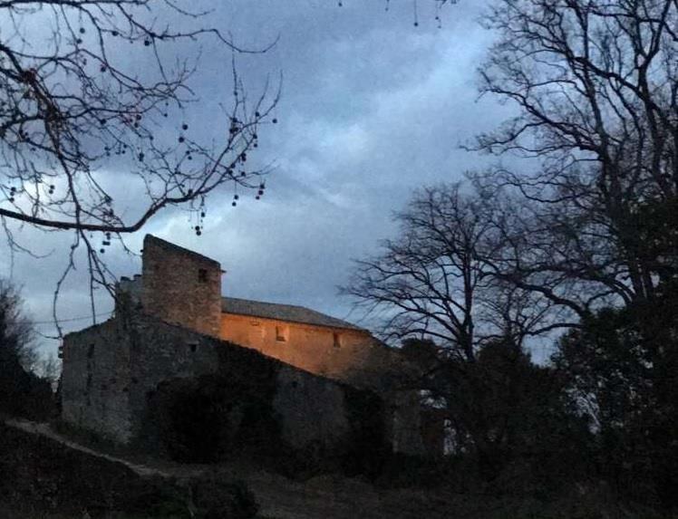 chateau-de-segries-un-chateau-repris-par-famille-et-garde-intact