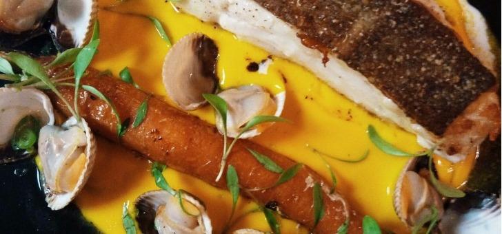 menu-du-jour-chez-simone-resto-a-paris-13-cabillaud-coques-carotte-fane-veloute-de-courge-et-espuma-raifort