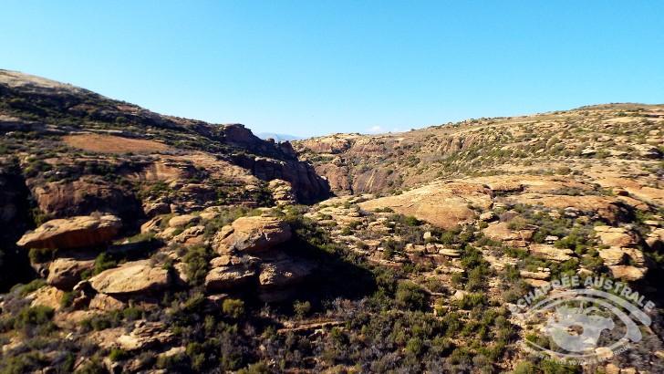 paysages-sans-fin-du-lesotho-decouvre-a-pied-a-cheval