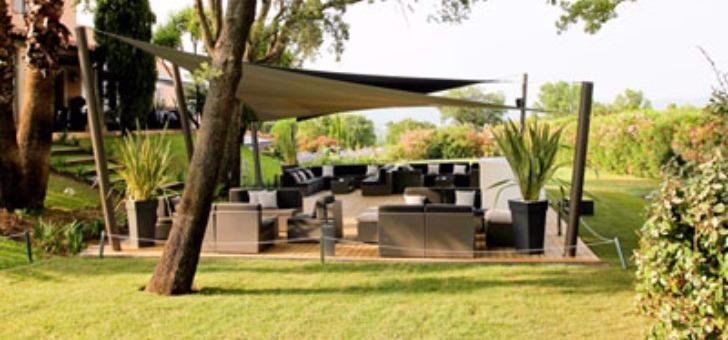 terrasse-du-z-restaurant-a-roquebrune-sur-argens-art-de-vivre-chic-et-decontracte