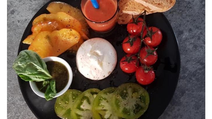 restaurant-vauban-a-huningue-carpaccio-de-tomate-et-mozzarella-burrata