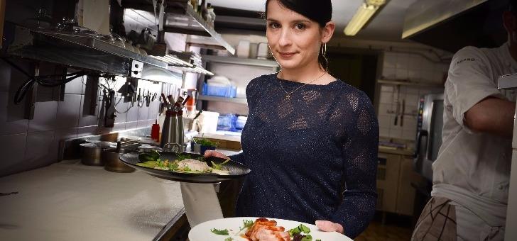 restaurant-terre-mer-a-auray-au-menu-etablissement-etoile-produits-du-terroir-et-de-saison-carte-ce-jour-noix-de-st-jacques-caviar-aquitain-radis-suivi-d-un-filet-de-boeuf-choux-confit-au-cidre-pomme-et-carotte